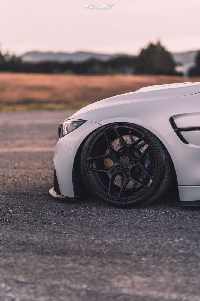 2016 BMW M4 BASE with Rohana Rfx11, Michelin Pilot Sport Ps2, and Air Lift Performance Air Suspension