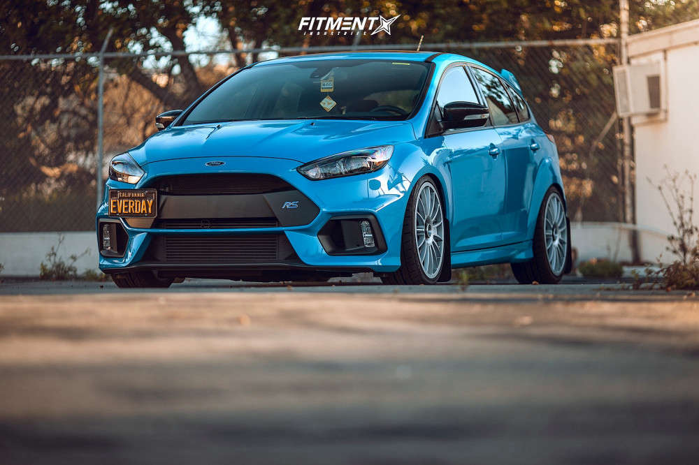 A blue 2018 Ford Focus RS with Fifteen52 Podium 19x8.5 +45 wheels wrapped in Falken Azenis RS-615K tires