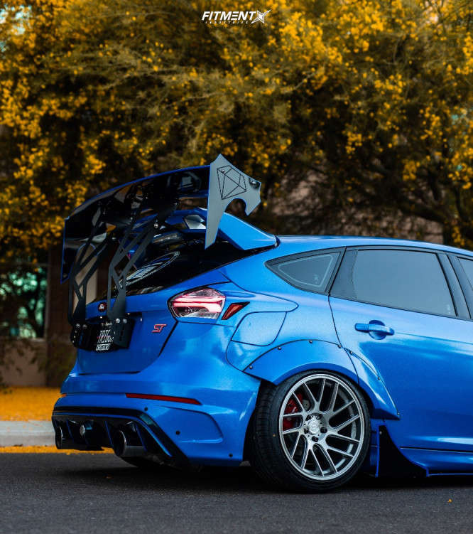 A rear wheel shot of a stanced blue Ford Focus ST running The Artisa Elder wrapped in Accelera 651 Sport tires, and air suspension